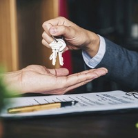 Call for Executive to provide clarity on when housing market can reopen