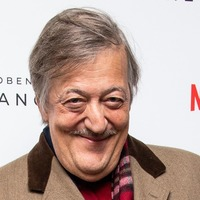 Stephen Fry makes return to Harry Potter narration