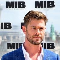 Chris Hemsworth invites Manchester bomb survivor to premiere