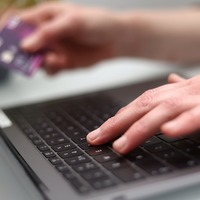 Fake reviews experiment suggests online shoppers more likely to buy poor goods