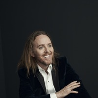 Comedian Tim Minchin tackles on-tour infidelity in latest single