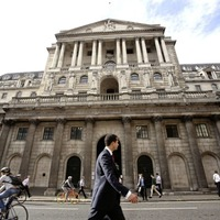 Bank of England pumps £100bn into economy in bid to boost recovery