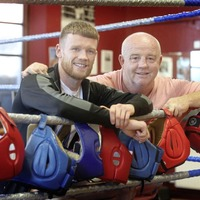 Boxing in Eddie Hearn's back garden won't bother James Tennyson says coach Tony Dunlop