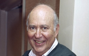 Russell Crowe leads tributes to veteran TV writer and director Carl Reiner