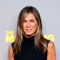 Friends star Jennifer Aniston urges fans to wear a mask