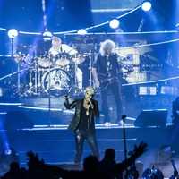 Queen's Roger Taylor sports scuba mask during rainy concert