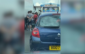 Ice cream van serves drivers stuck in M25 traffic