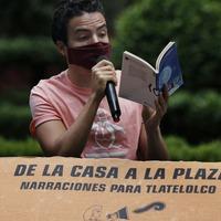 Storyteller entertains children in Mexico City apartment complex