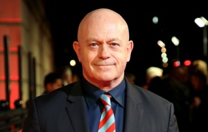 Ross Kemp thanks 'fantastic' NHS following wasp attack