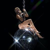 Miley Cyrus reenacts Wrecking Ball music video at VMAs