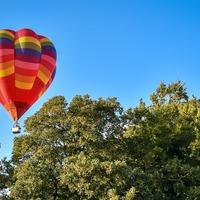 Flotilla of hot air balloons forms Sky Orchestra over Bristol