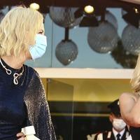 Cate Blanchett wears face mask on red carpet at Venice Film Festival