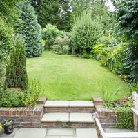 Lawn-loving home buyers keep housing market ticking over says Rics