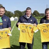 Club Aontroma donate jerseys to Cumann na mBunscol