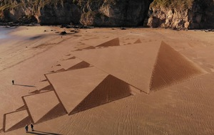 Land artist creates 500th design on Somerset beach