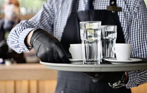 'Good evidence' Covid-19 may be spreading in pubs and restaurants – expert