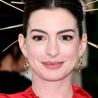 Anne Hathaway vows to 'exterminate those brats' in trailer for The Witches