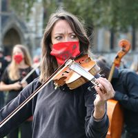 Hundreds of freelance musicians call for aid with Parliament Square performance