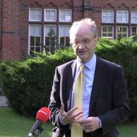 Peter Weir vows to oppose any attempt to extend two-week school closure