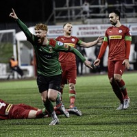Glentoran nick Shield semi-final win over holders Cliftonville at the death