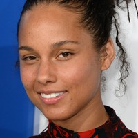 Alicia Keys opens up about her 'challenging' struggle with acne