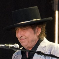 Bob Dylan papers, including unpublished lyrics, sell for nearly 500,000 dollars