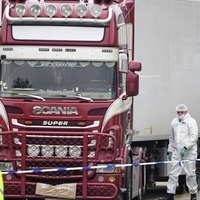 Essex lorry deaths trial: Driver told to lift cigarettes, not people, court told