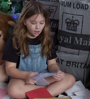 Ill girl who loves mail gets thousands of cards and gifts from strangers