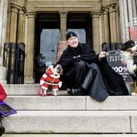 Black Santa sit-out steps online