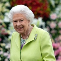 Queen sends anniversary message to Woman's Hour during Emma Barnett's first show