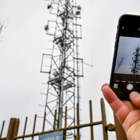 Mobile operators to build and share 200 new masts to boost phone signal