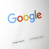 Google launches curated news feed service in the UK