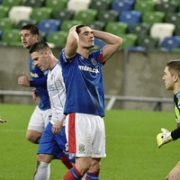 Danske Bank Premiership: Linfield miss chance to extend lead at top