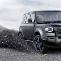 Land Rover Defender V8: Greta wouldn't like it