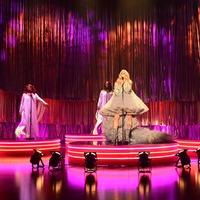 Pregnant Ellie Goulding performs on The Graham Norton Show