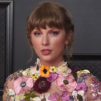 Taylor Swift makes large donation to mother-of-five whose husband died of Covid