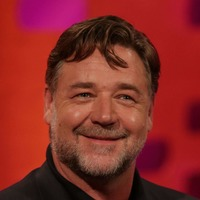 Russell Crowe shares tribute following death of his 'beautiful dad'