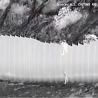 Video: Smugglers drop two children over US border wall