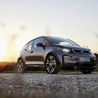 After steep hike, BMW cuts i3 price to benefit from grant