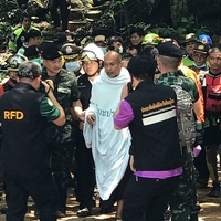Divers rescue Thai Buddhist monk trapped in flooded cave