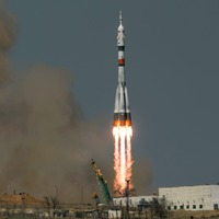 Russian-US space crew en route to International Space Station
