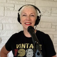 Annie Lennox and daughter Lola join forces for radio performance