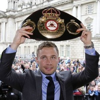 Retired boxer Carl Frampton calls for 'united voice' from politicans in a bid to ease loyalist unrest