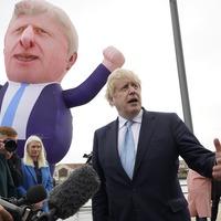 Boris Johnson meets 30ft inflatable doppelganger on visit to Hartlepool