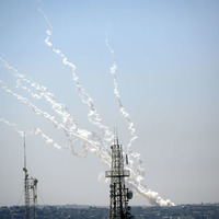Hamas and Israel trade rockets and air strikes as violence spreads