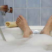 Scientists investigate whether a dip in a hot bath could really ease depression