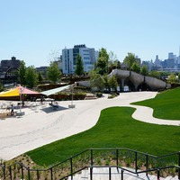 Waterfront park 'floats' above New York's Hudson River