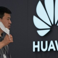 Huawei rolls out its own operating system to smartphones