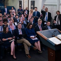 White House reporters' plane to UK delayed after it is overrun by insects