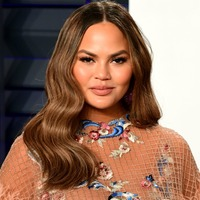 Chrissy Teigen apologises following online bullying controversy